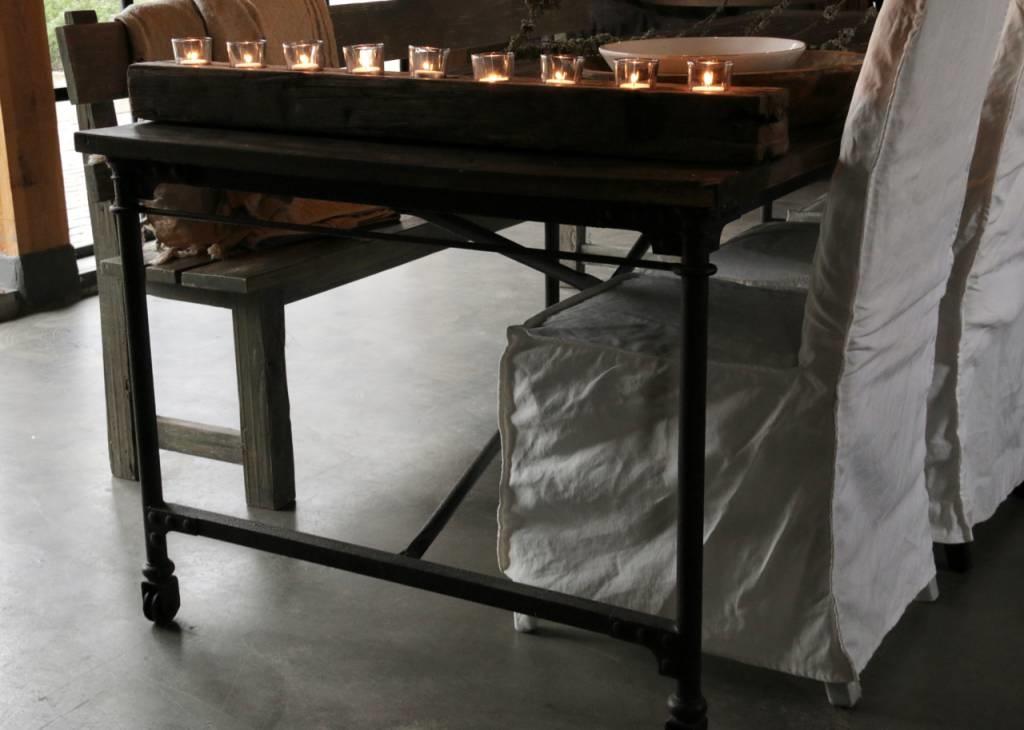 Grote eetkamer tafel met donker driftwood blad en ijzeren onderstel-5