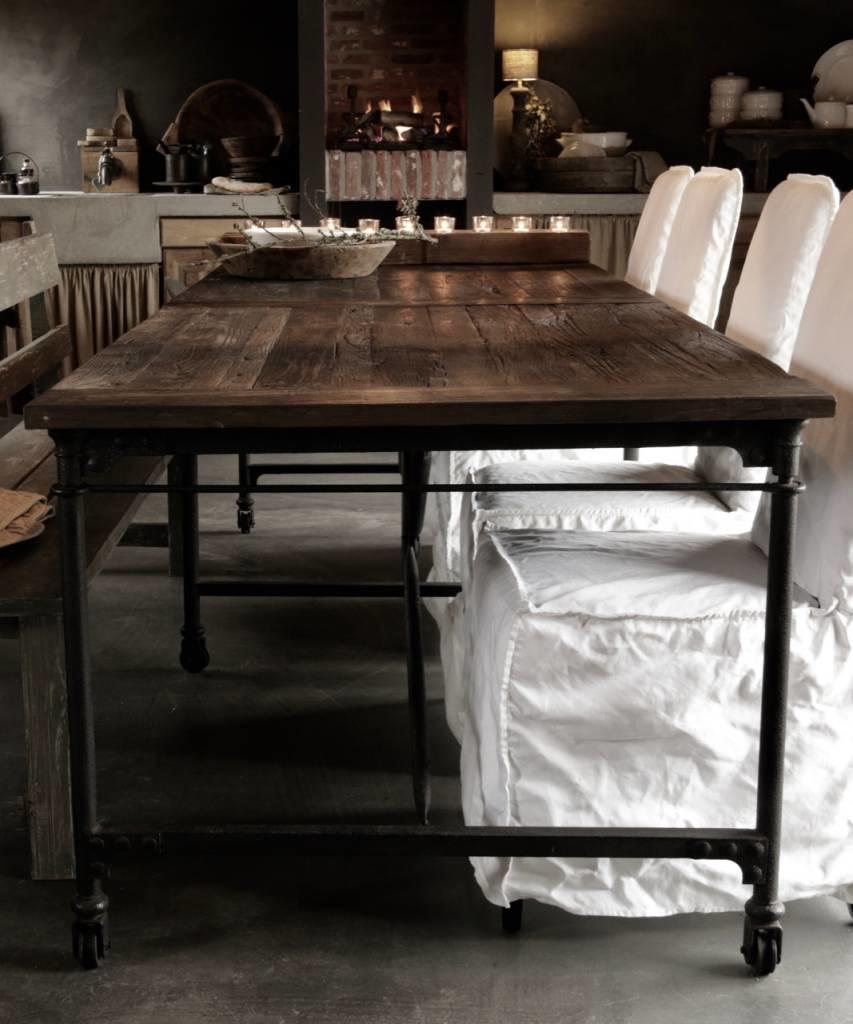 Grote eetkamer tafel met donker driftwood blad en ijzeren onderstel-6