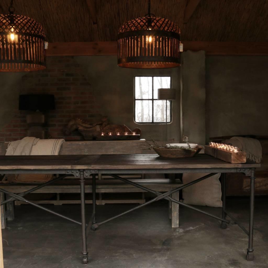 Grote eetkamer tafel met donker driftwood blad en ijzeren onderstel-8