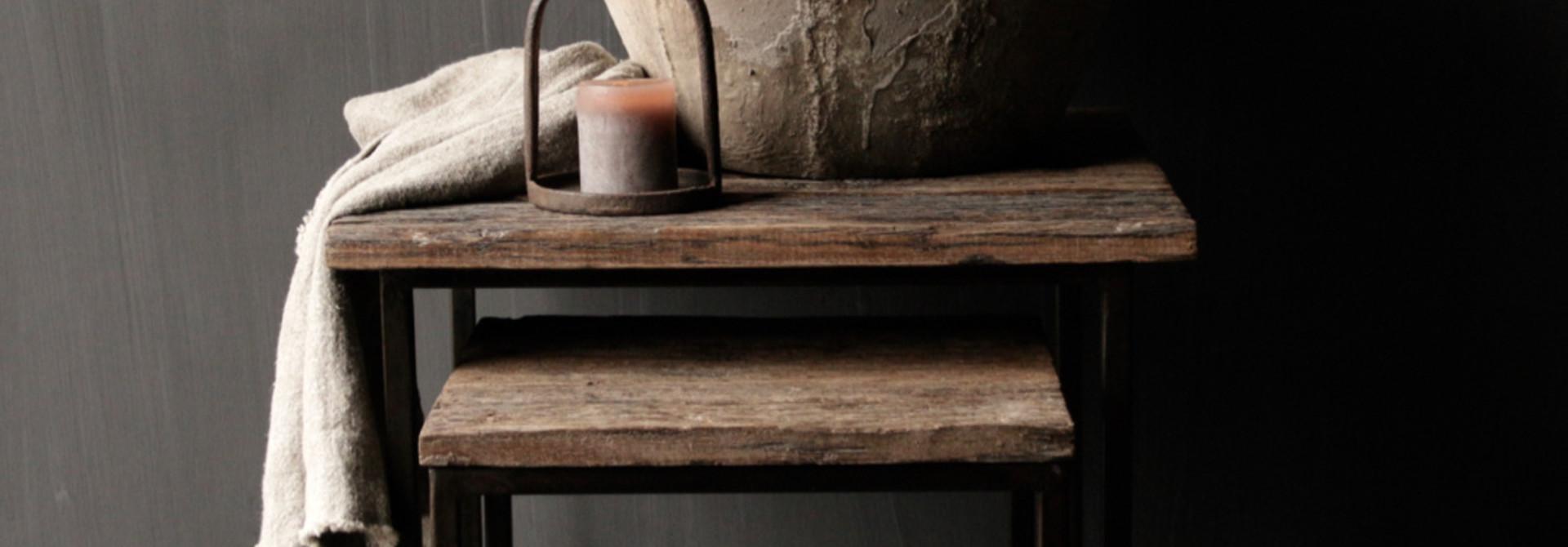 Set van twee  Driftwood  houten bijzettafeltjes met stalen onderstel