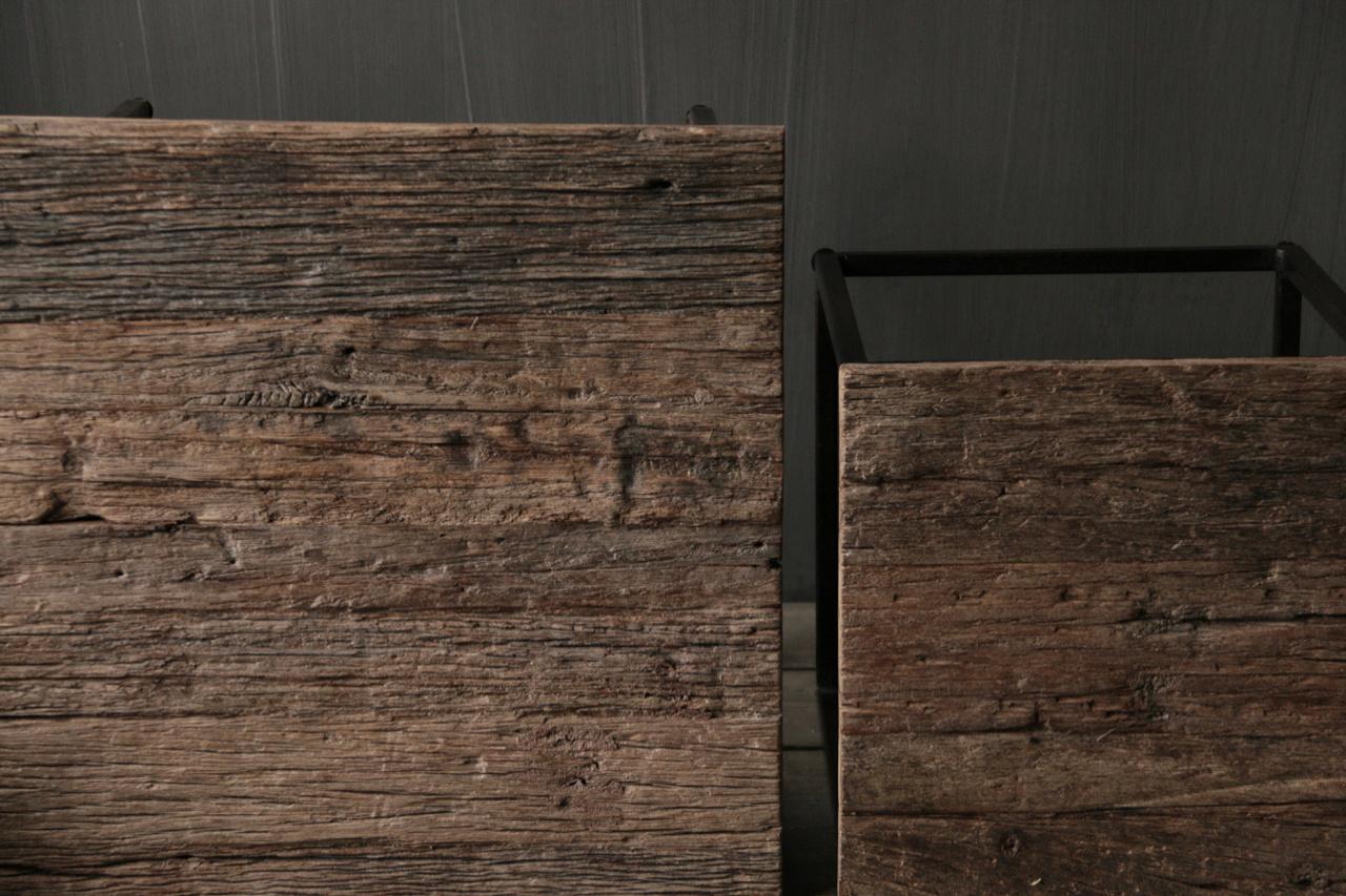 Set van twee  Driftwood  houten bijzettafeltjes met stalen onderstel-2