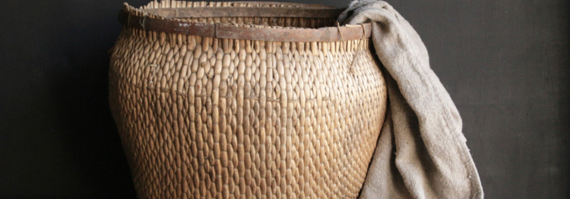 Unieke oude authentieke grote rieten mand