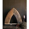Aura peeperkorn Stoer houten  raam kozijn in de vorm van een driehoek