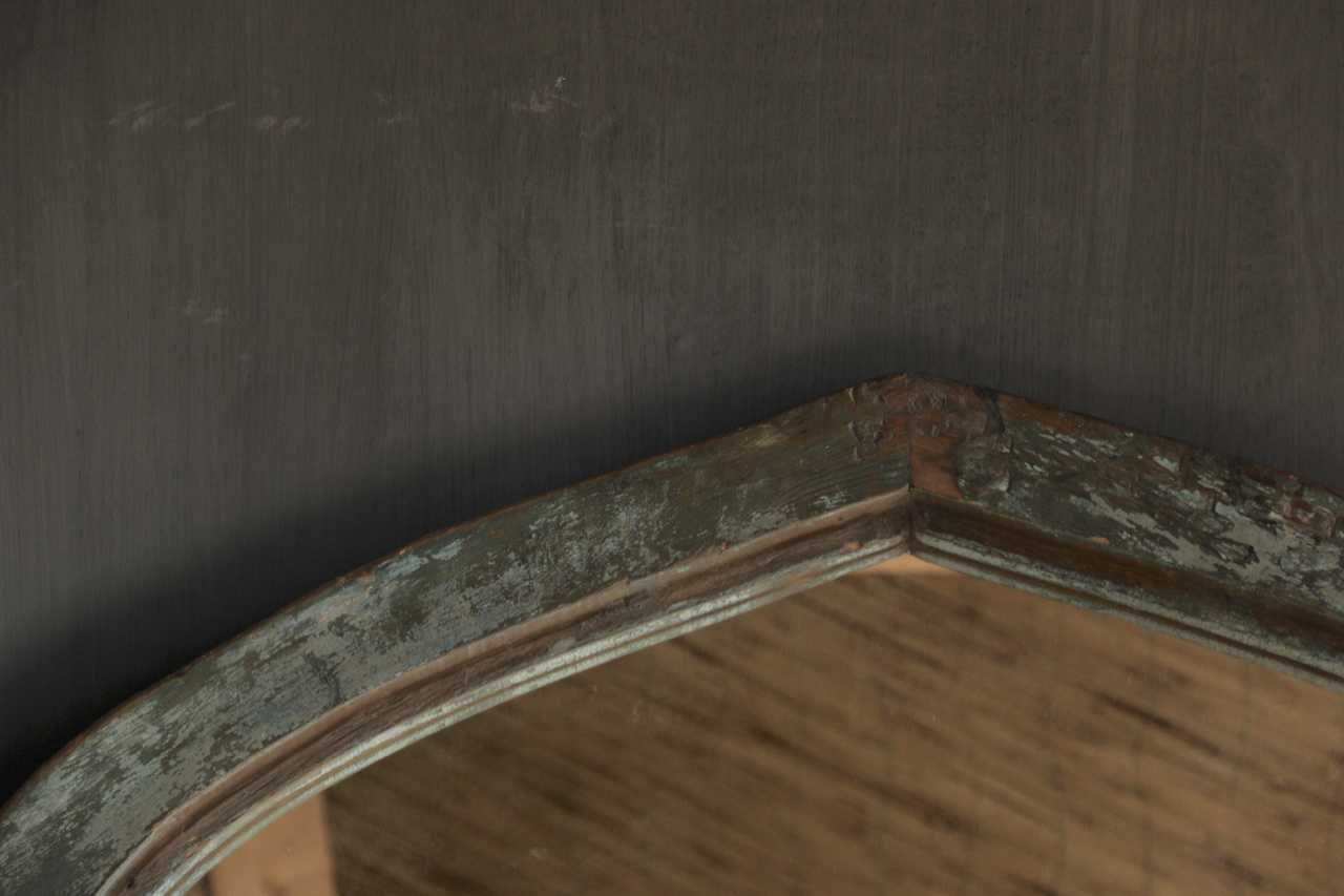 Mirror of sturdy wooden Indian window frame in the shape of a triangle-3