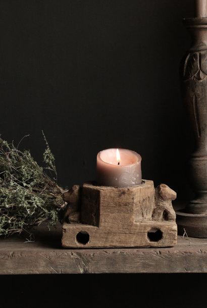 Kerzenständer aus alter Verzierung