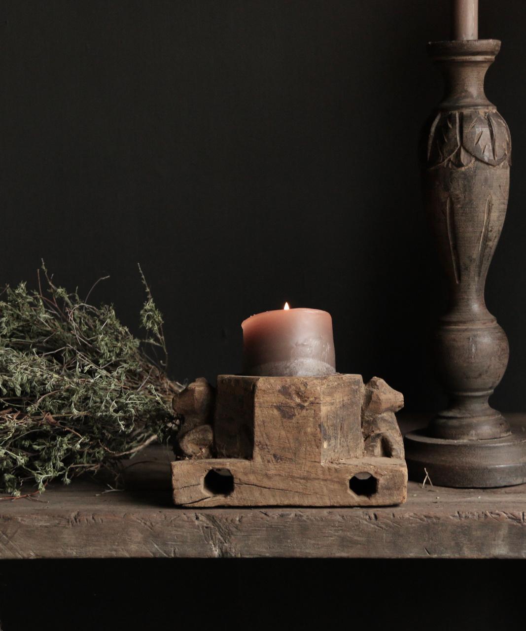 Kandelaar van oud ornament-4