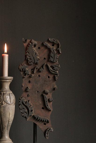 Schöner XL Batik Stempel auf Stahlstativ