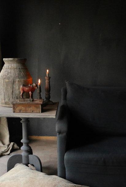 Weintisch mit mattgrauem Bein und grauer Eichenquadratplatte