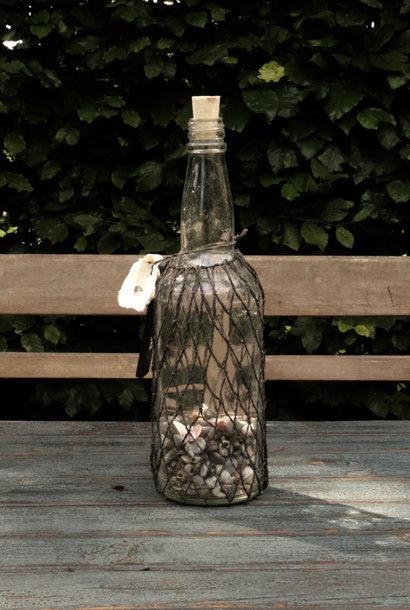 Flessenpost fles in netje gebonden met schelpje