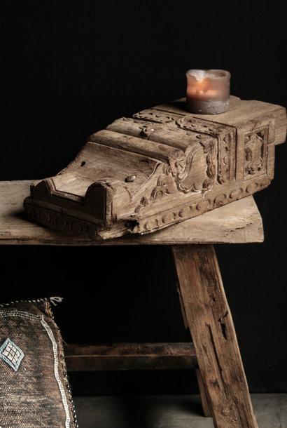 Stoer  houten ornament