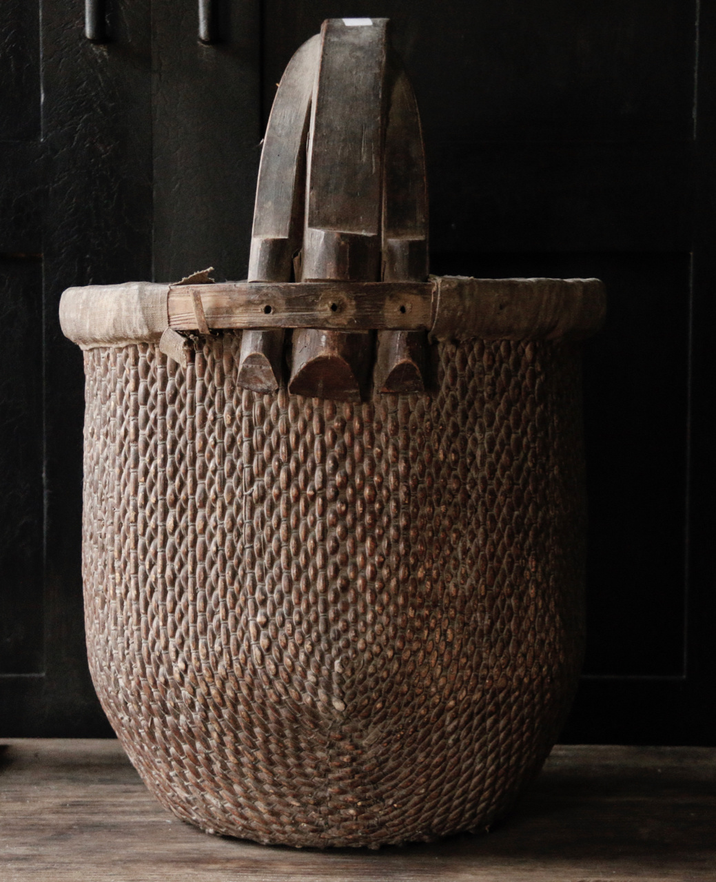 Old Authentic Wicker basket-2