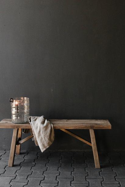 Robuste Holzbank aus altem Holz