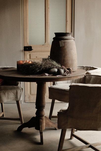 Robuster runder Tisch aus altem Altholz
