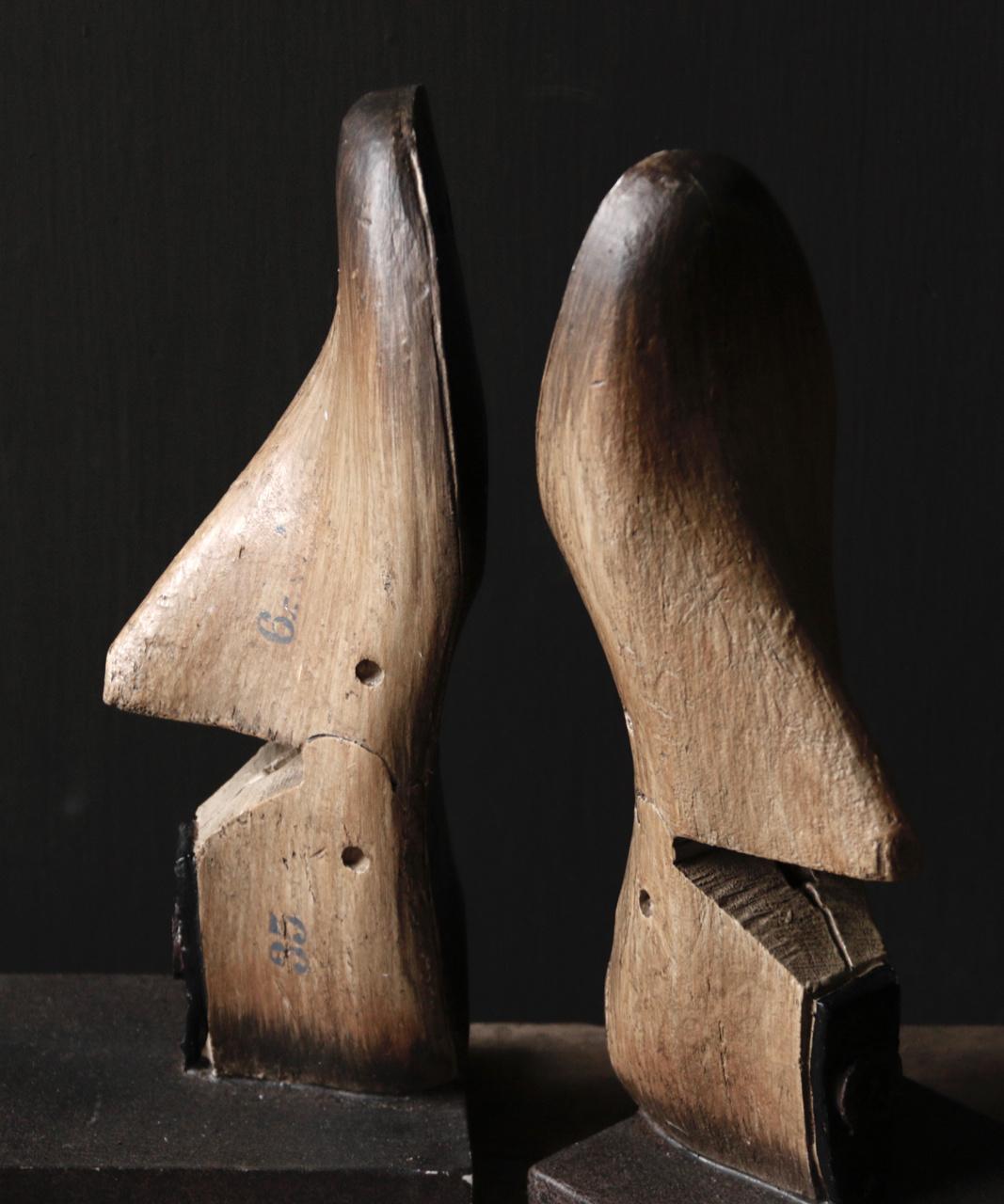 Alte authentische Schuhform / liest auf Sockel-4