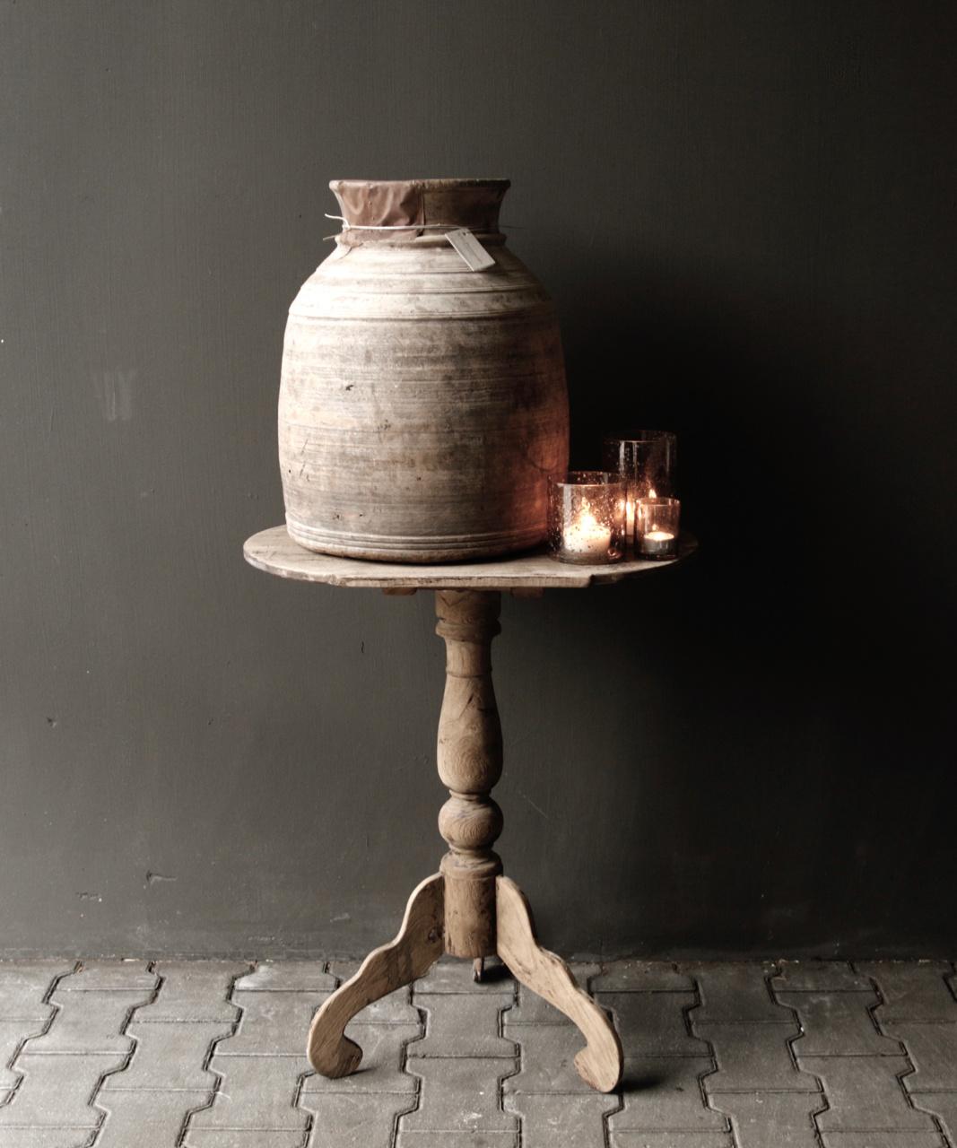 Ovaler Weintisch aus Holz-1