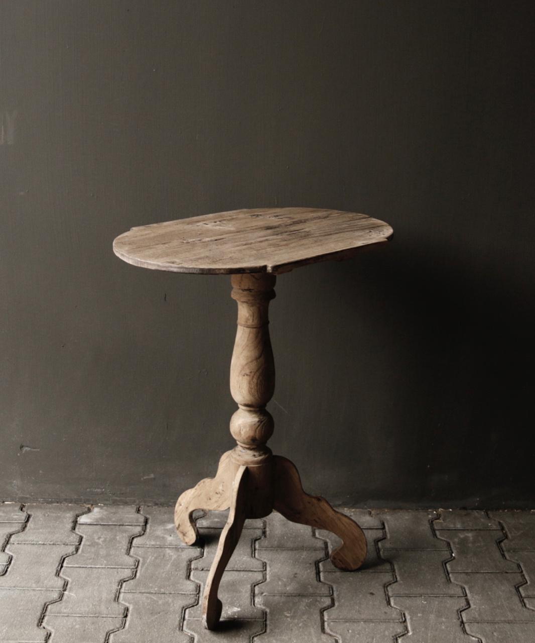 Ovaler Weintisch aus Holz-2