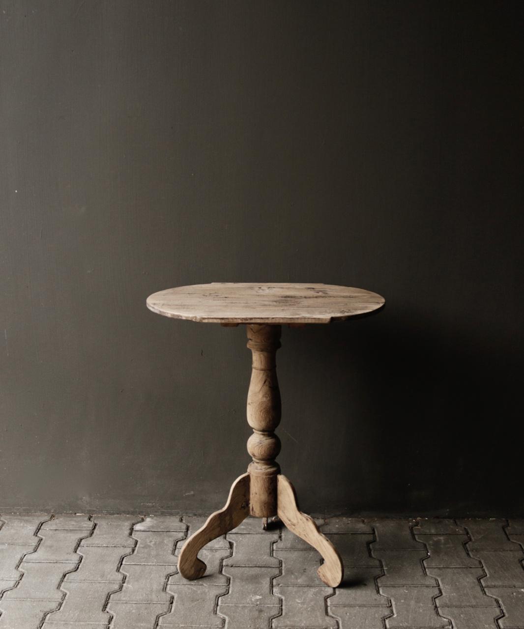 Ovaler Weintisch aus Holz-3