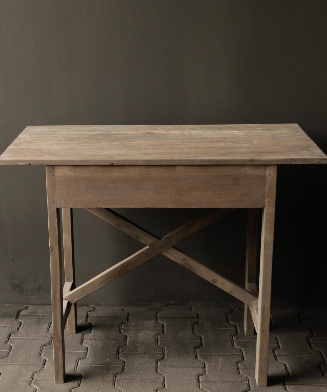 Robuster alter Beistelltisch / Wandtisch aus altem Holz mit einer Schublade-2