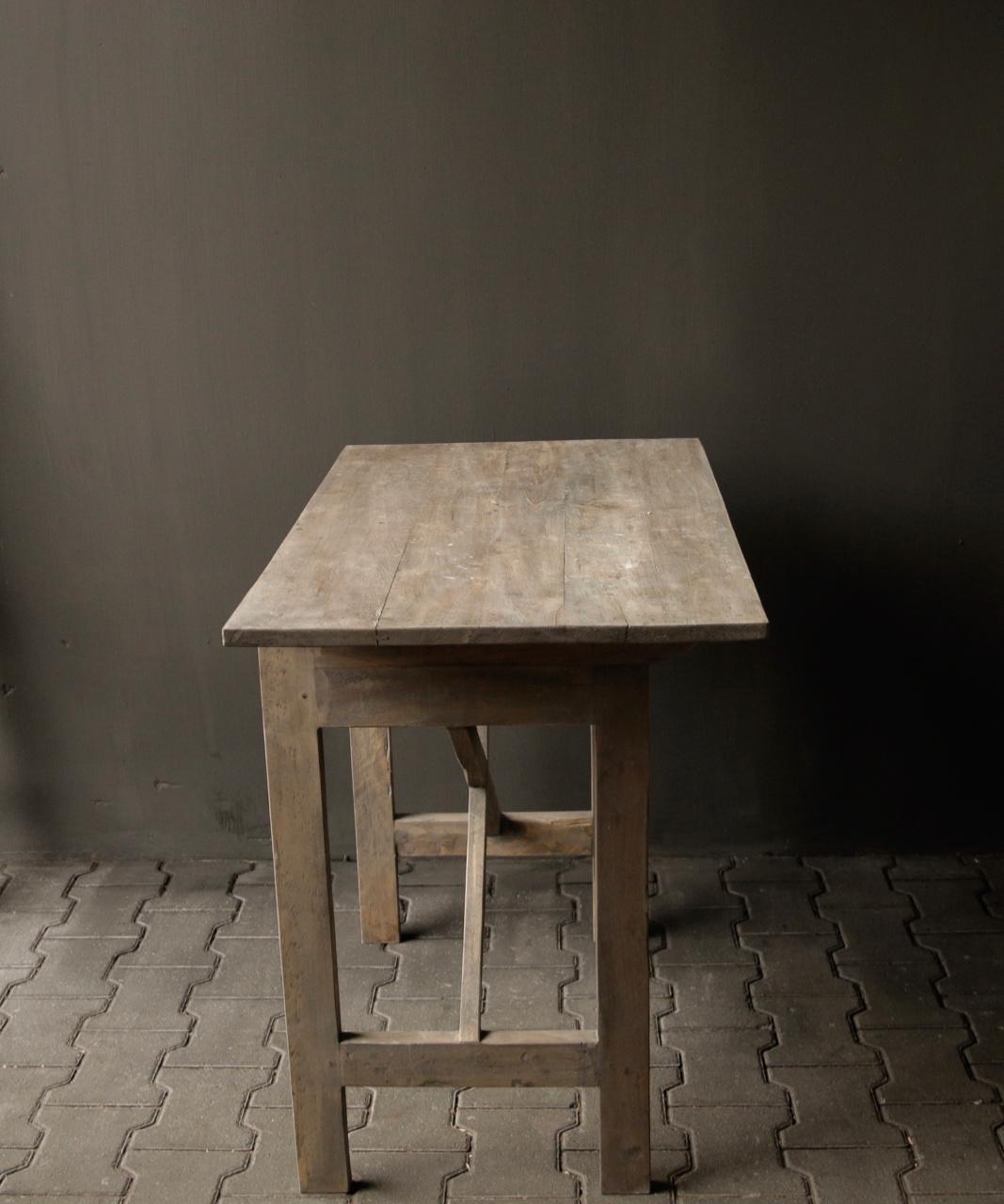 Robuster alter Beistelltisch / Wandtisch aus altem Holz mit einer Schublade-3
