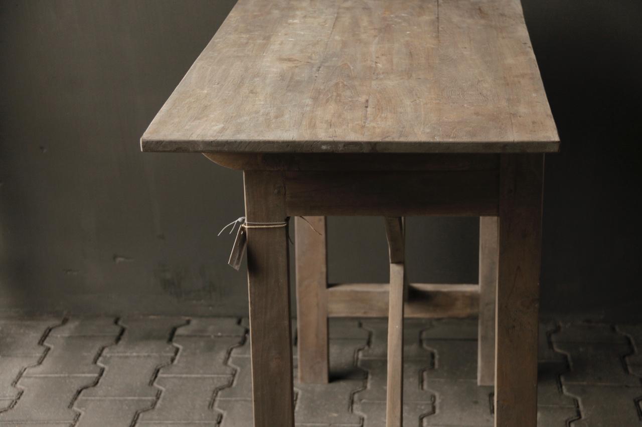Robuster alter Beistelltisch / Wandtisch aus altem Holz mit einer Schublade-5