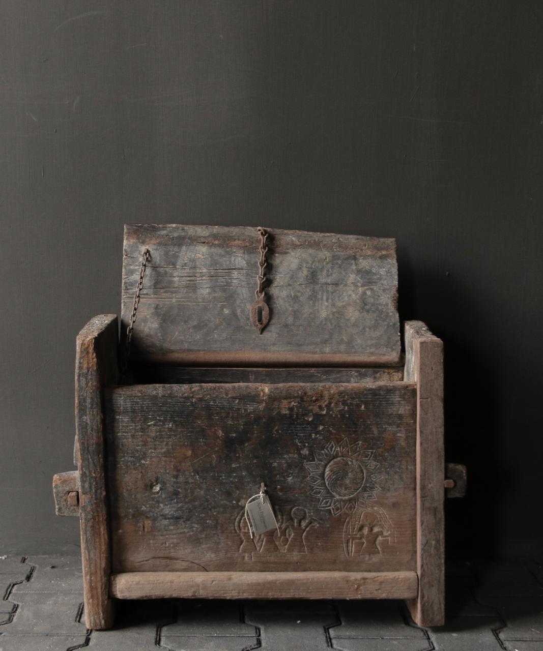 Tough old Himalayan box / box-4