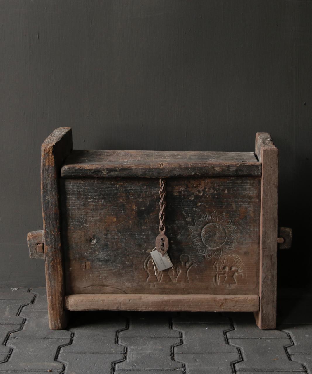 Tough old Himalayan box / box-2
