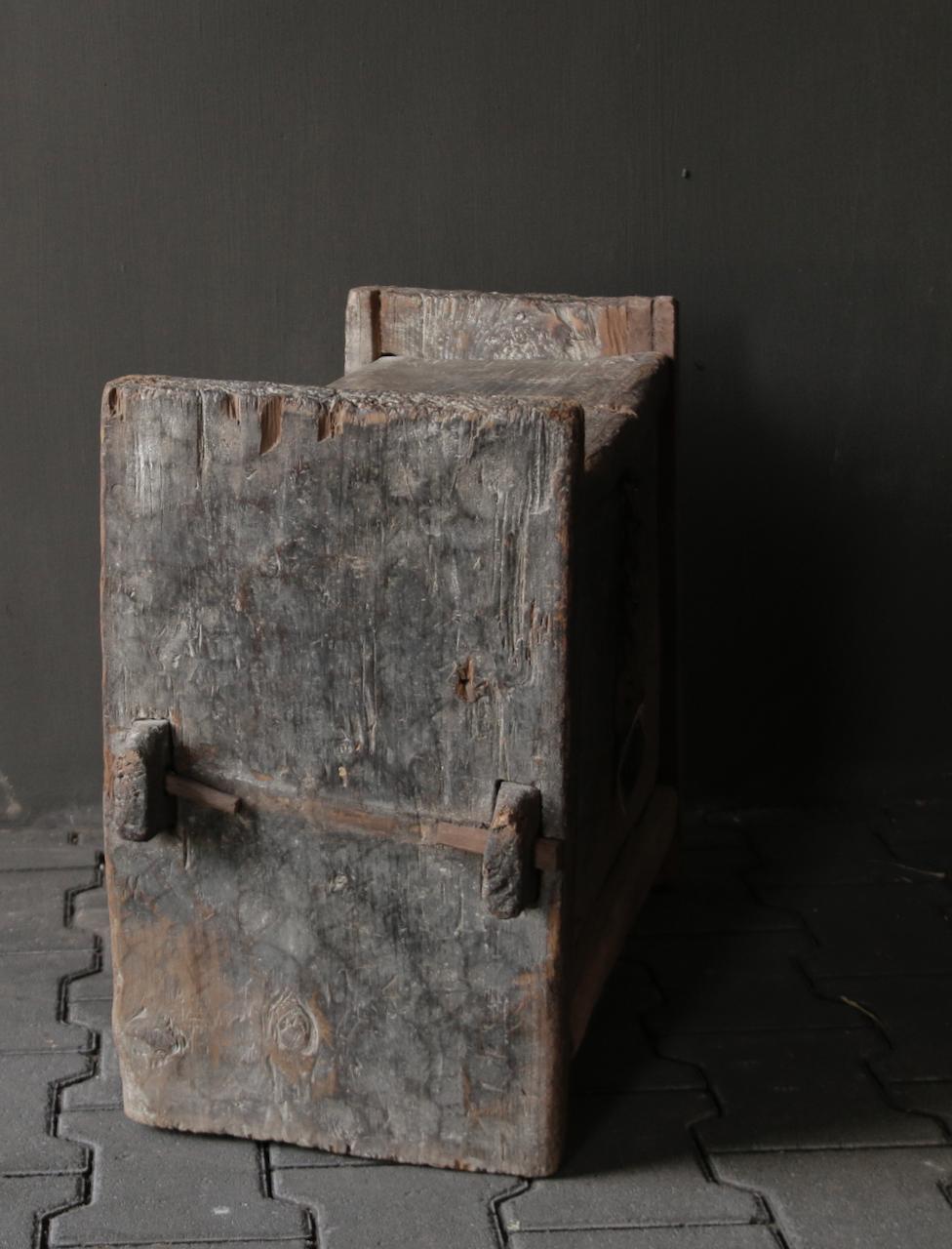 Tough old Himalayan box / box-6