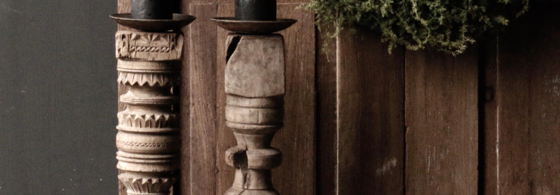 Oud houten Nepalese baluster kandelaars