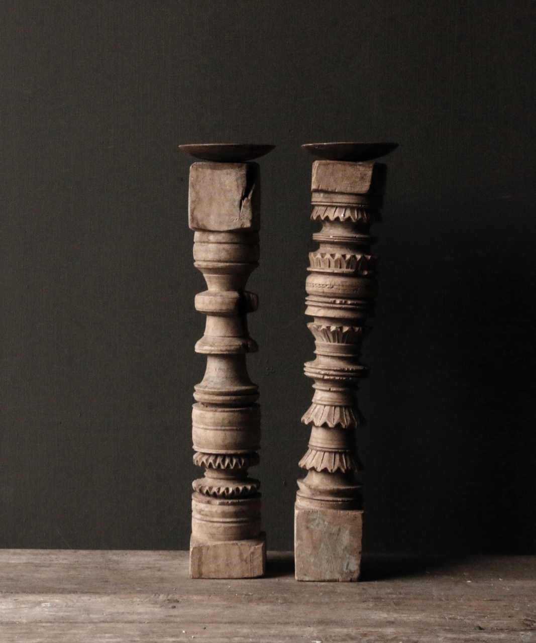Oud houten Nepalese baluster kandelaars-7