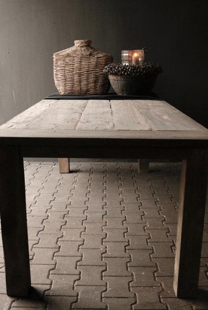 Mooie stoere vergrijsde eetkamer tafel oud hout