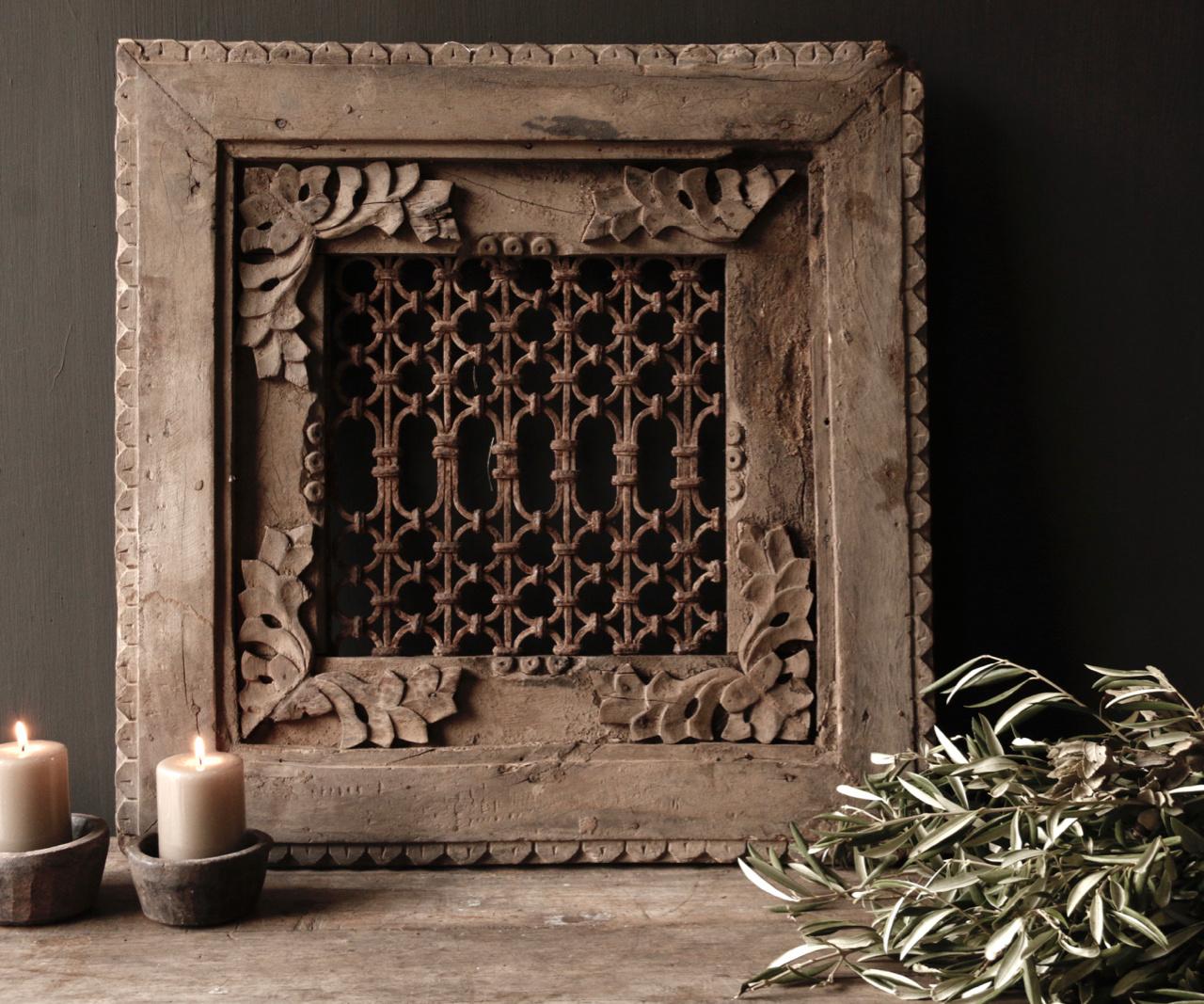 Stoer ijzeren  raam in houten kozijn-3
