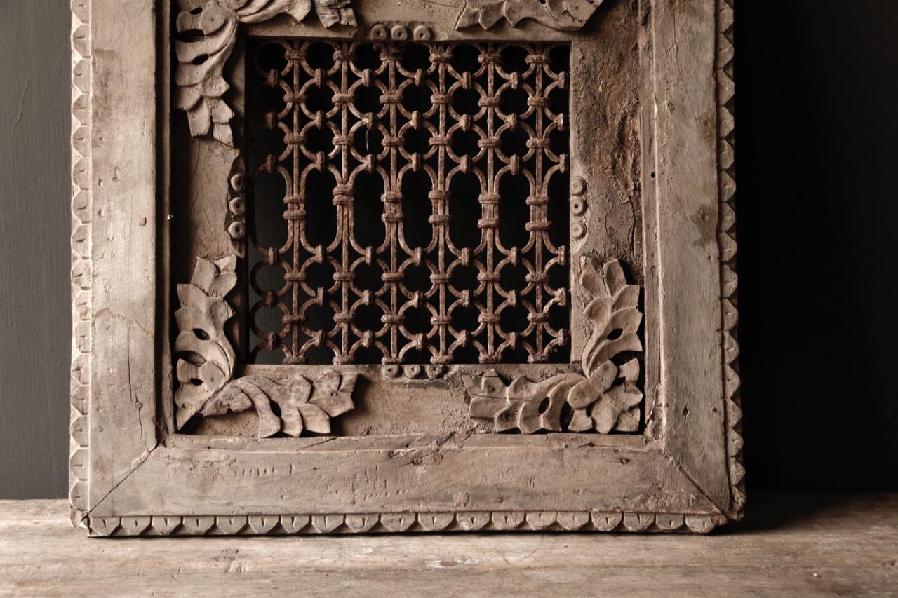 Stoer ijzeren  raam in houten kozijn-4