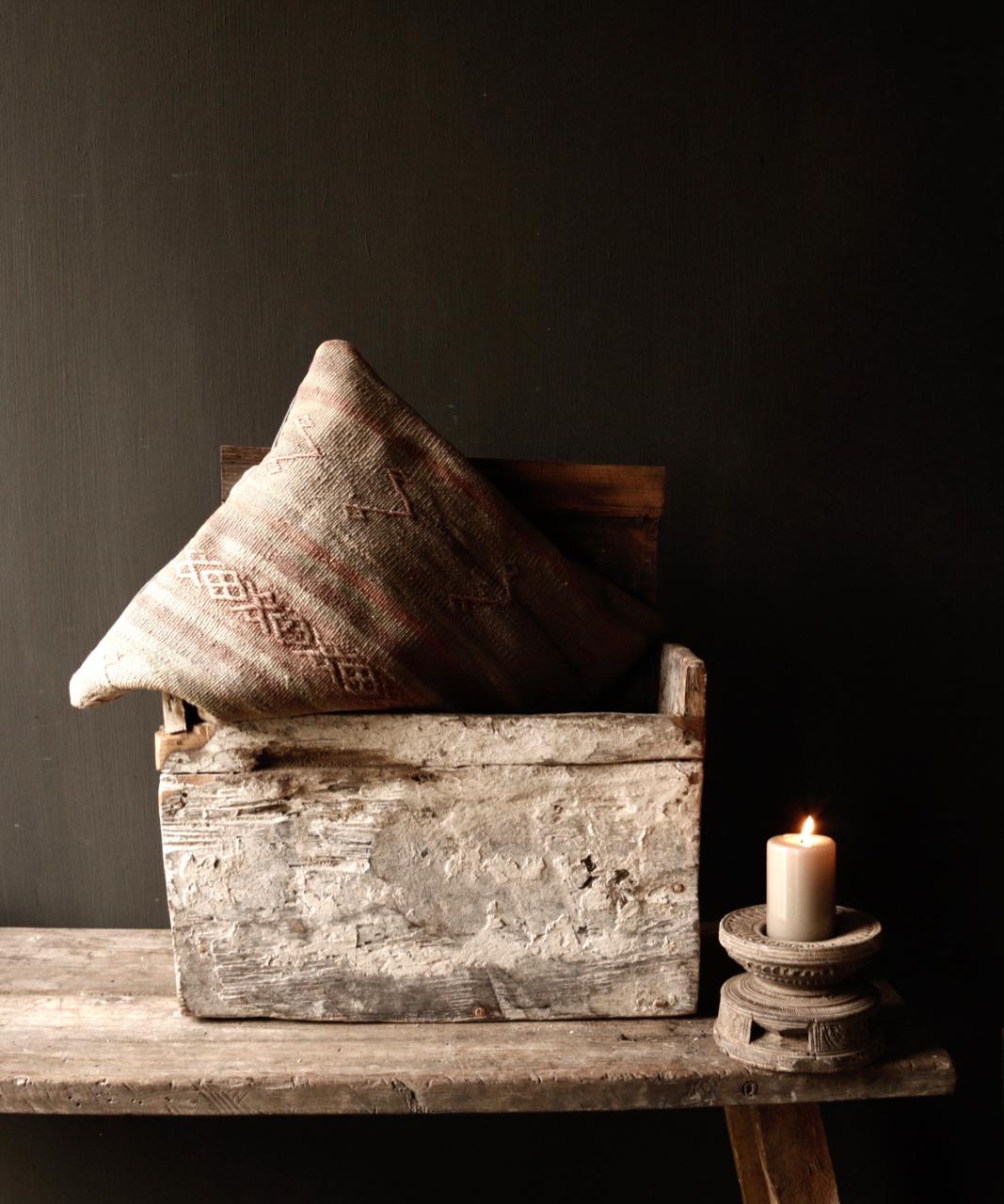Stoer oud Himalaya   Kistje / Boxje-1