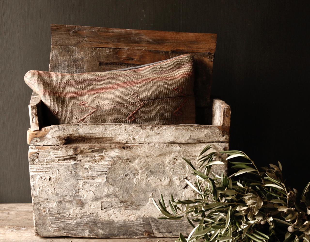Stoer oud Himalaya   Kistje / Boxje-2