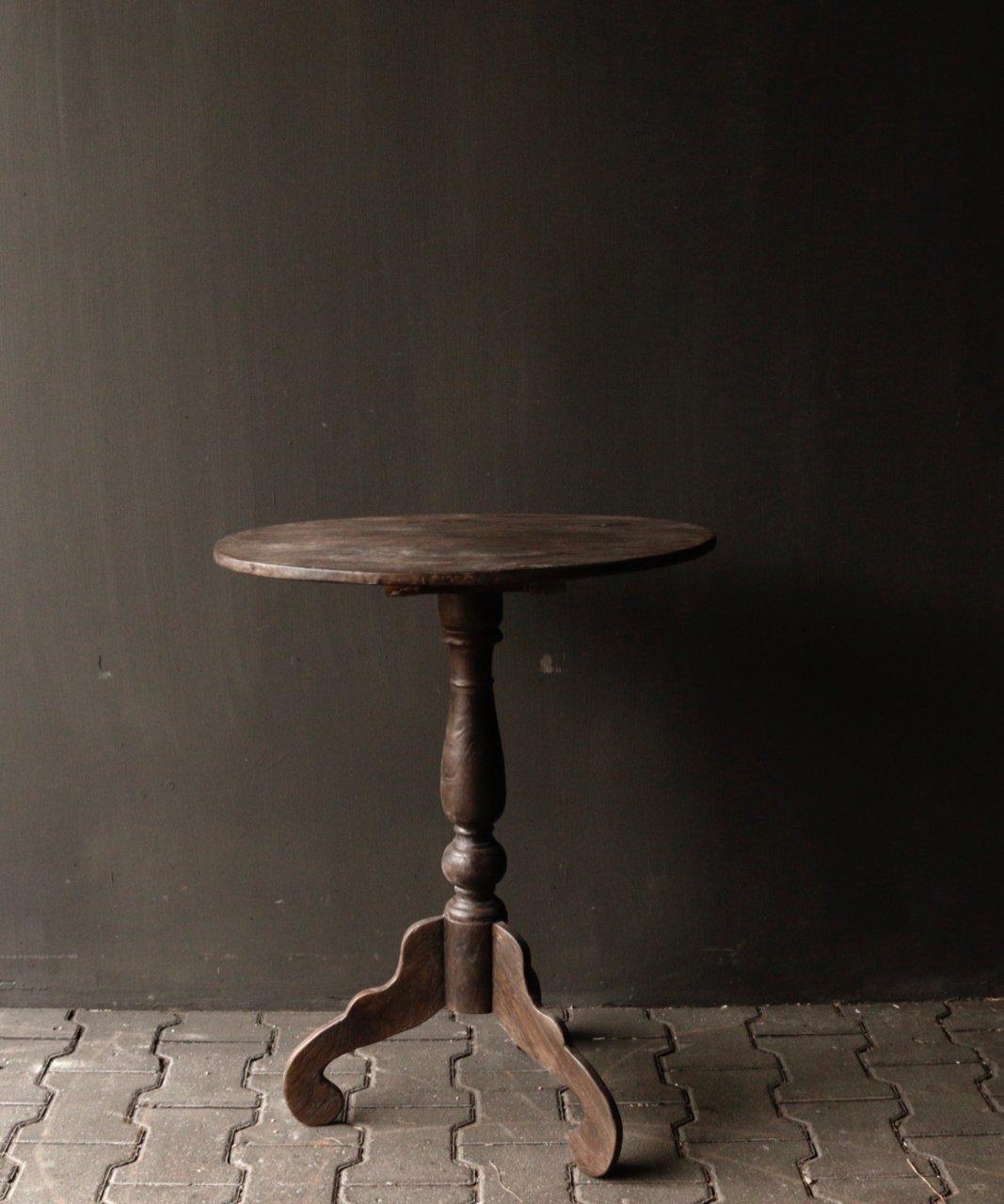 Dunkler Weintisch aus Holz mit ovaler Platte-2
