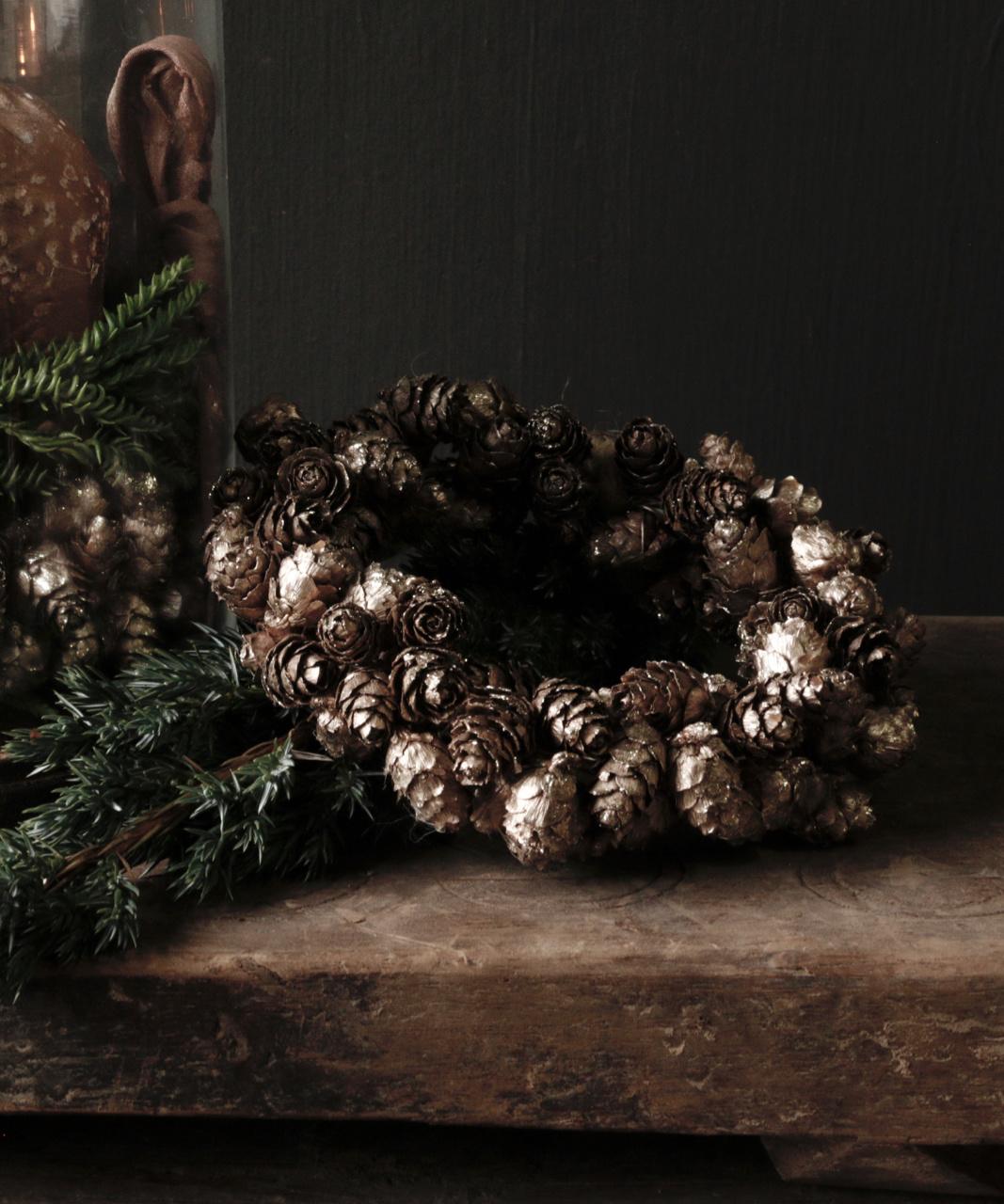 bronze colored pine apple wreath-1