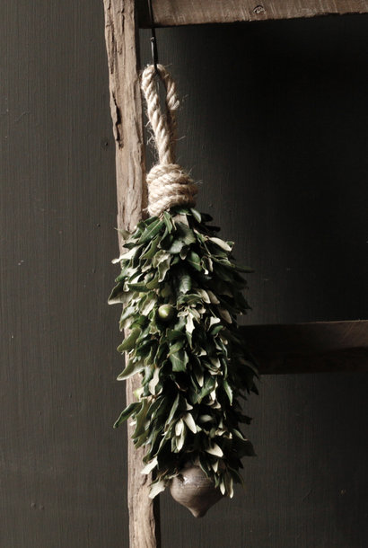 Garland of holm oak with thyme