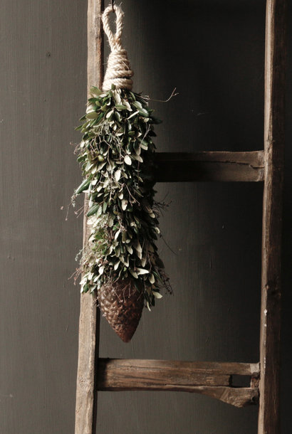 Garland of holm oak with thyme with soda copper pine cone at the bottom