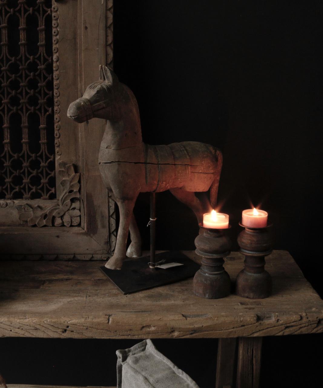 Prachtig paardje op ijzeren standaard-1