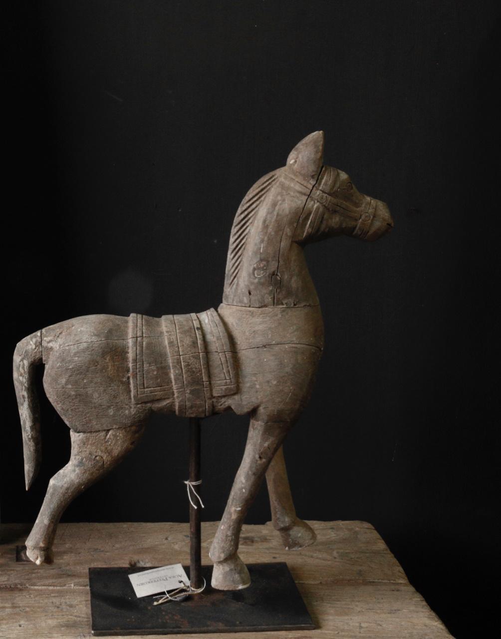 Prachtig paardje op ijzeren standaard-2