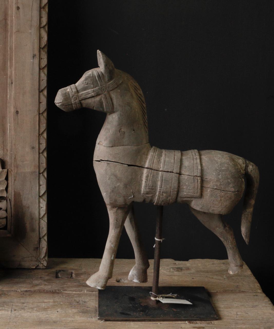 Prachtig paardje op ijzeren standaard-3