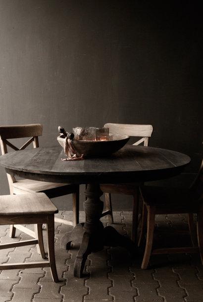 Stoere  ronde donker houten tafel gemaakt van oud gebruikt hout