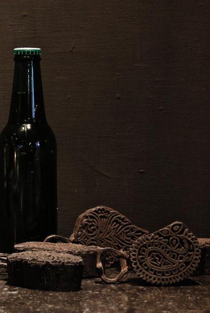 Fles opener van oude batik stempeltje gemaakt