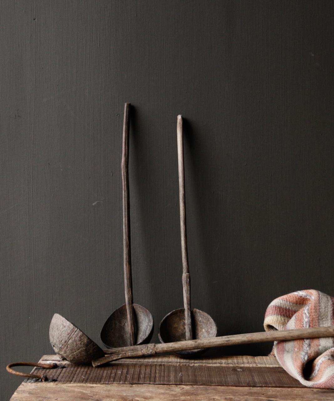 Alter nepalesischer Löffel der Kokosnuss mit Bambusgriff-1