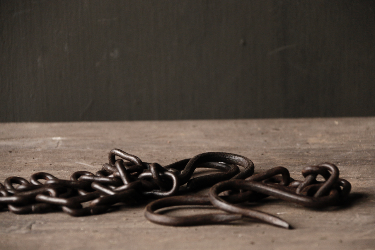 iron chain with hooks-1