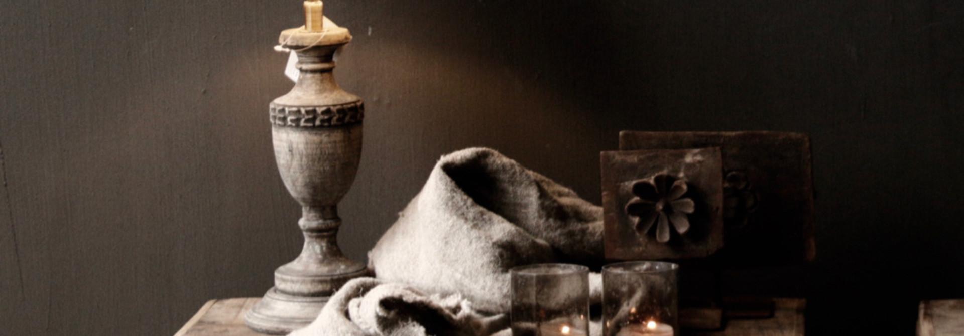 Schattig klein houten donkergrijs/bruin lampje