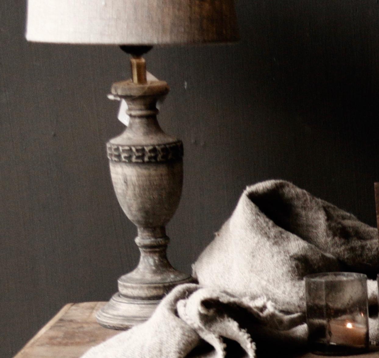 Schattig klein houten donkergrijs/bruin lampje-2