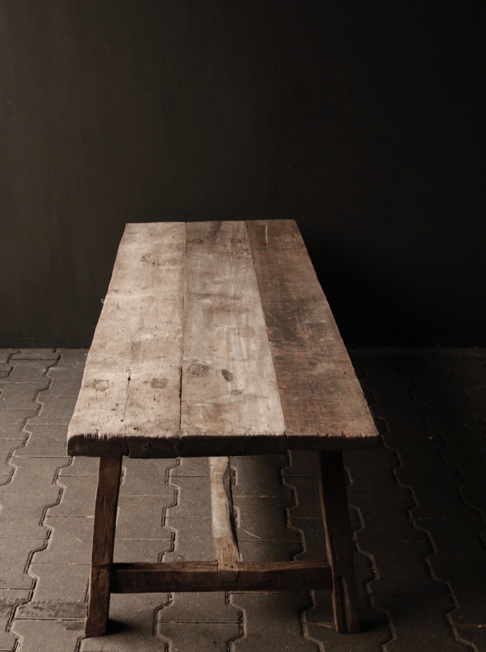 Coffee table made from old wood-5