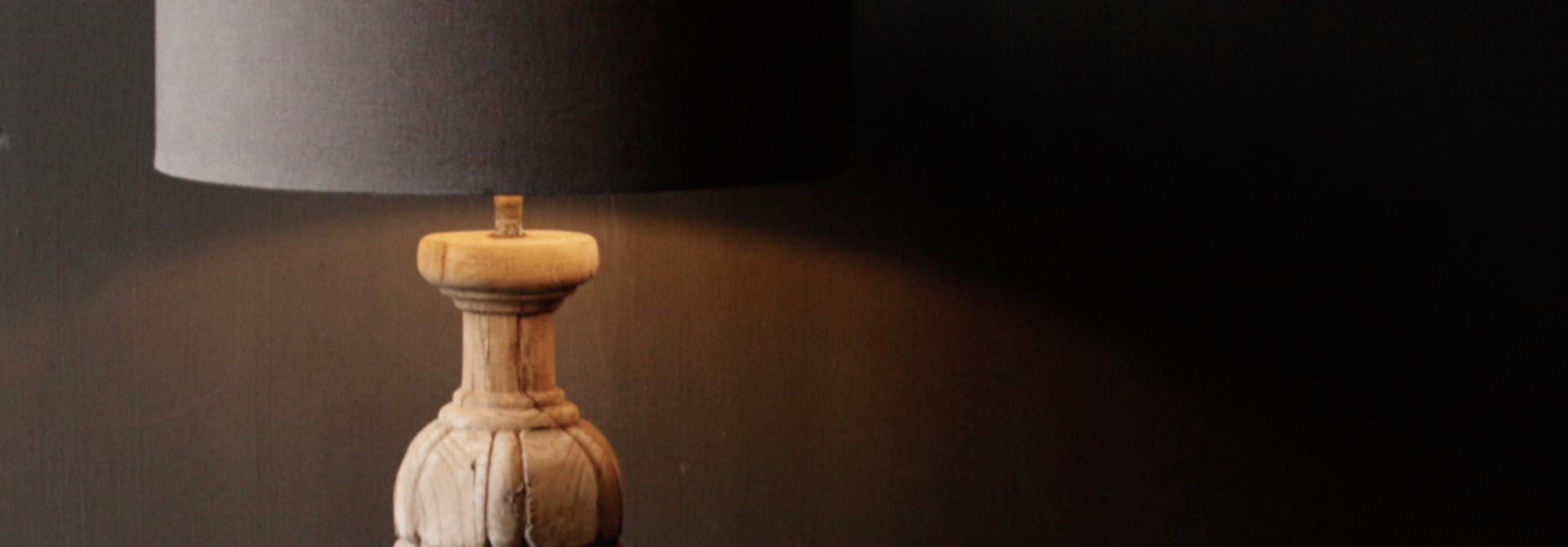 Hölzerner Lampensockel