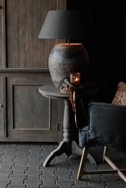 Robuster runder Weintisch aus altem Altholz